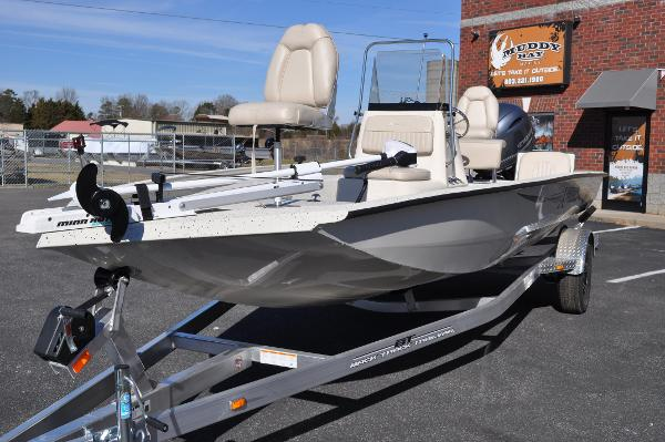 2016 Xpress H20 Bay Boat