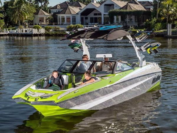 2016 Malibu Boats M235