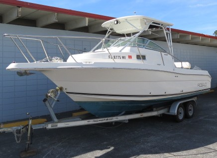 2005 Robalo R235 WALK AROUND