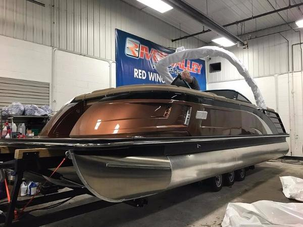 2017 Bennington 25 QX Fastback Windscreen Sport Arch