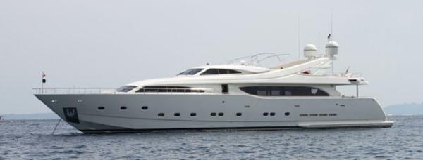2002 Ferretti Yachts 12V 4000 M90