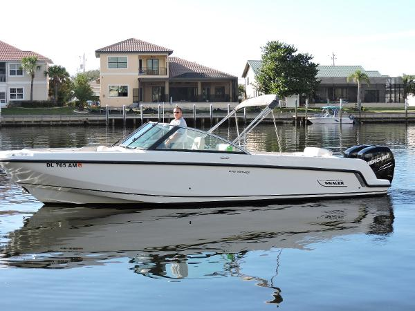 2014 Boston Whaler 27 VANTAGE DC