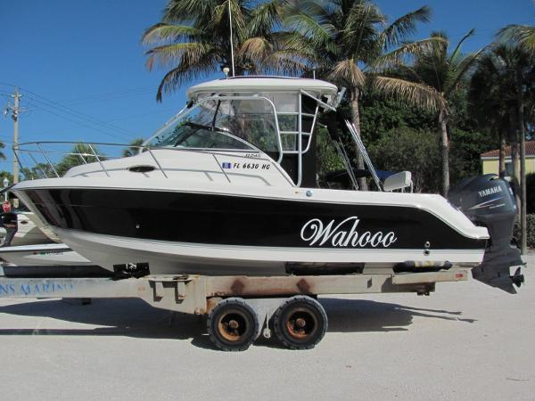 2006 Robalo 245 Walk Around Cuddy