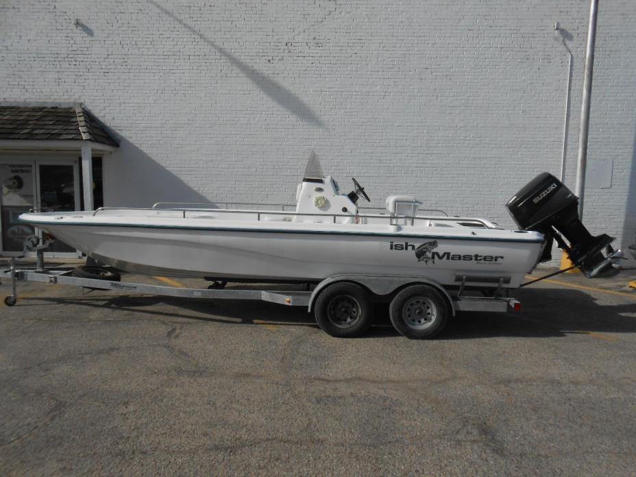 2005 Kenner 2450 Fishmaster
