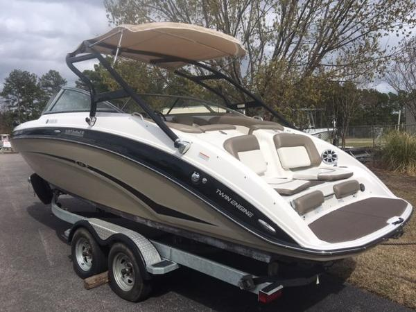 2012 Yamaha Sport Boat 242 Limited S