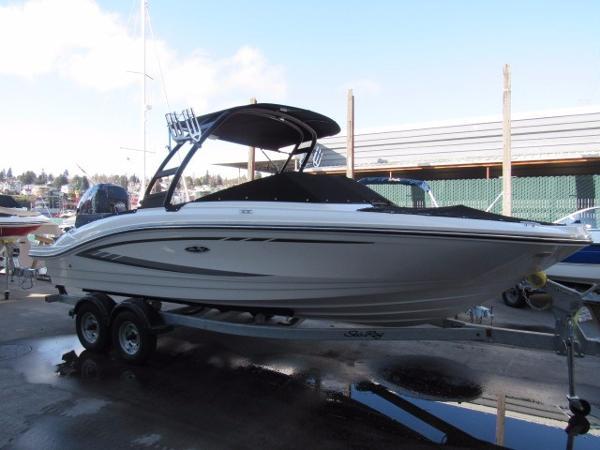 2017 Sea Ray SPX 210 OB