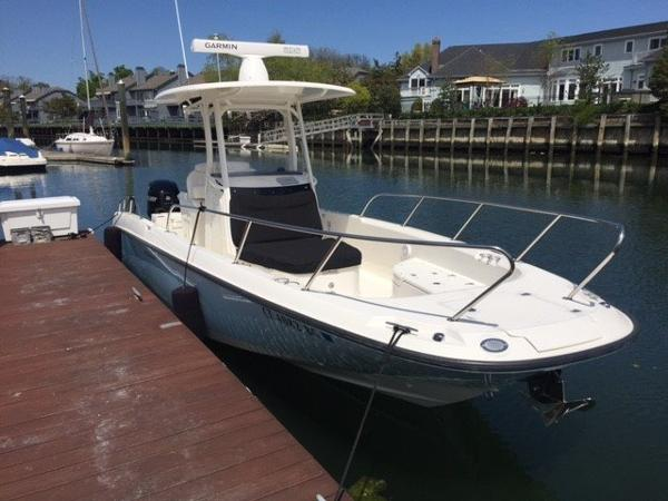 2013 Boston Whaler 27 DAUNTLESS