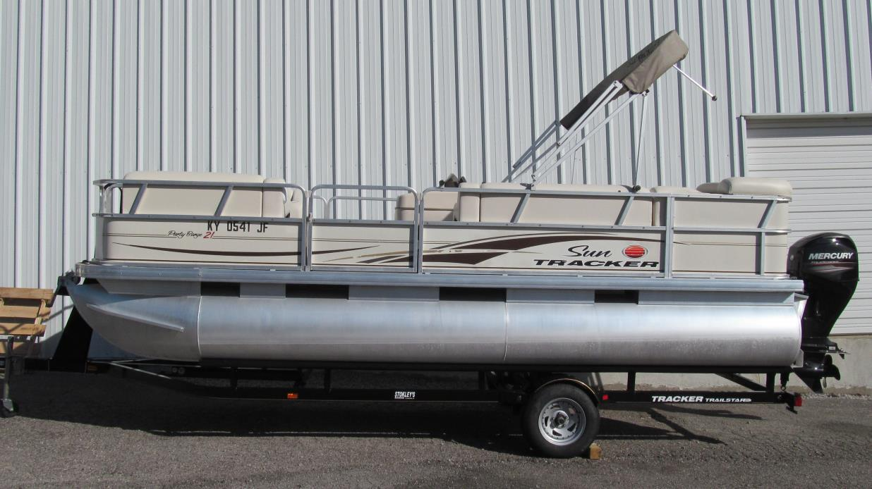 2006 Sun Tracker 21 Party Barge