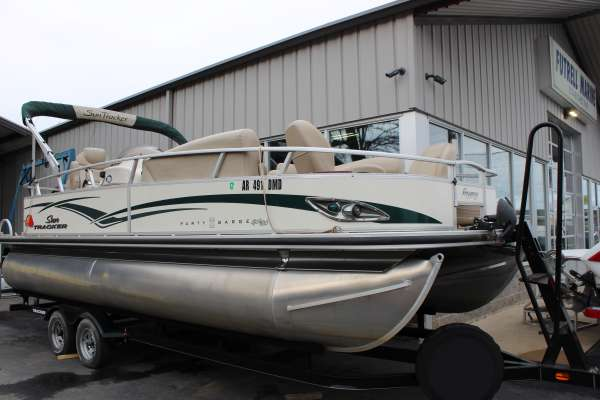 2011 Sun Tracker PARTY BARGE 22 Sport Fish
