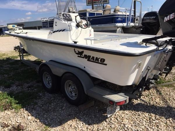 2006 Mako 211 Tunnel Inshore