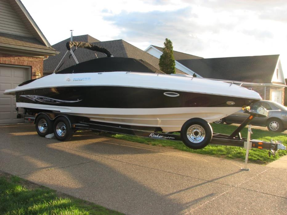 2006 Rinker 262 Captiva Cuddy