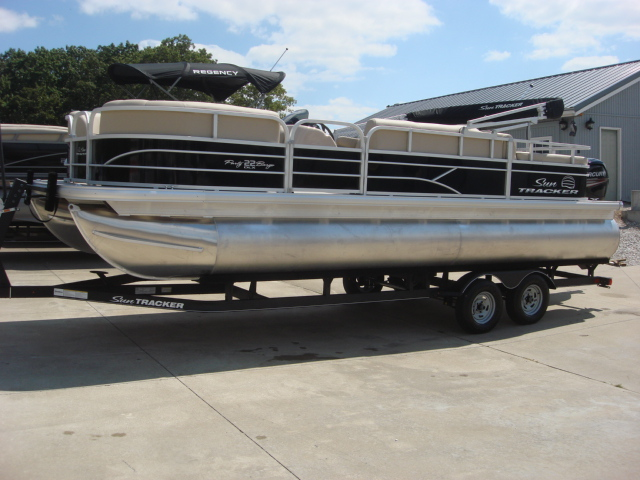 2017 Sun Tracker Recreational Party Barge 22 DLX