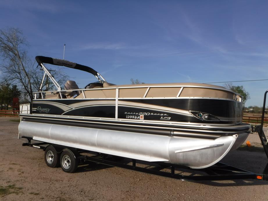 2012 Sun Tracker 220 XP3 Pontoon