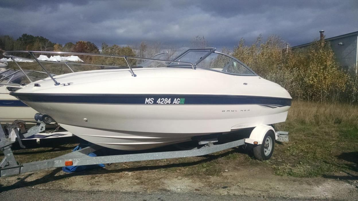 2003 Bayliner 212 Cuddy Cabin
