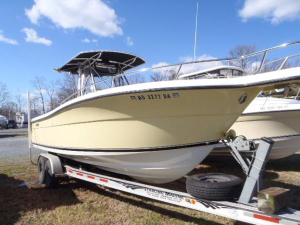 2001 Pursuit 2670 Cuddy Console
