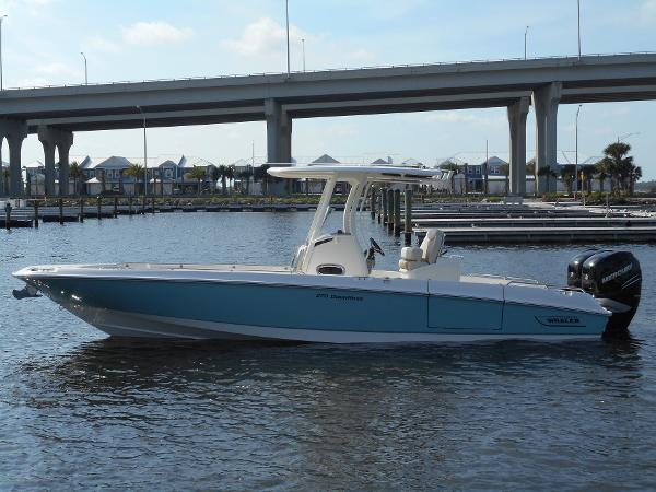 2017 Boston Whaler 270 Dauntless