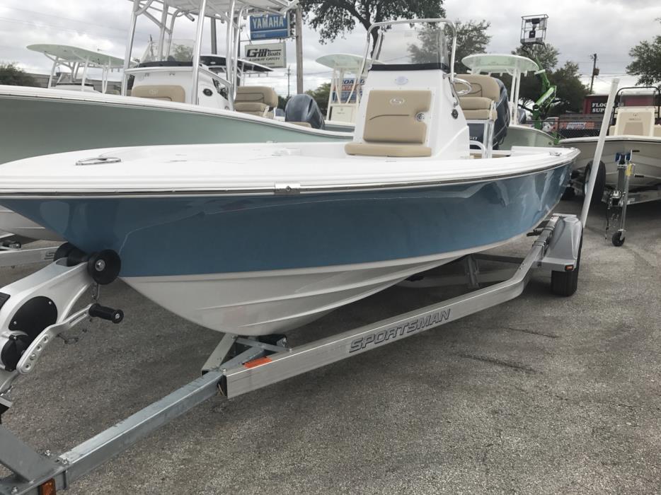 2017 Sportsman Boats Masters 207 Bay Boat