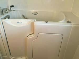 Brand New Uninstalled Safe Step Brand Walk-in Tub