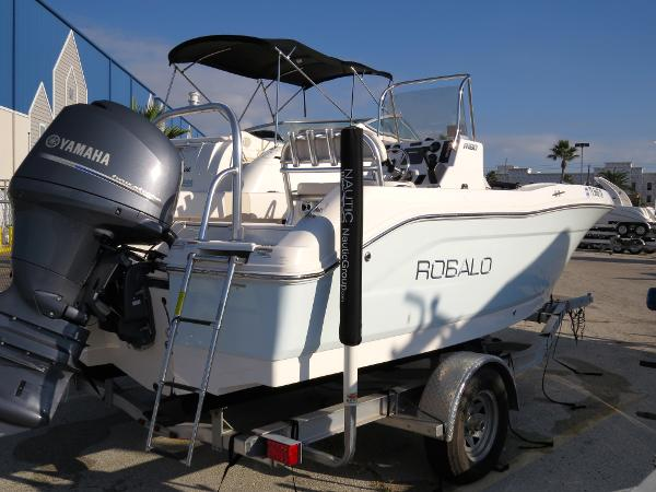 2015 Robalo R180