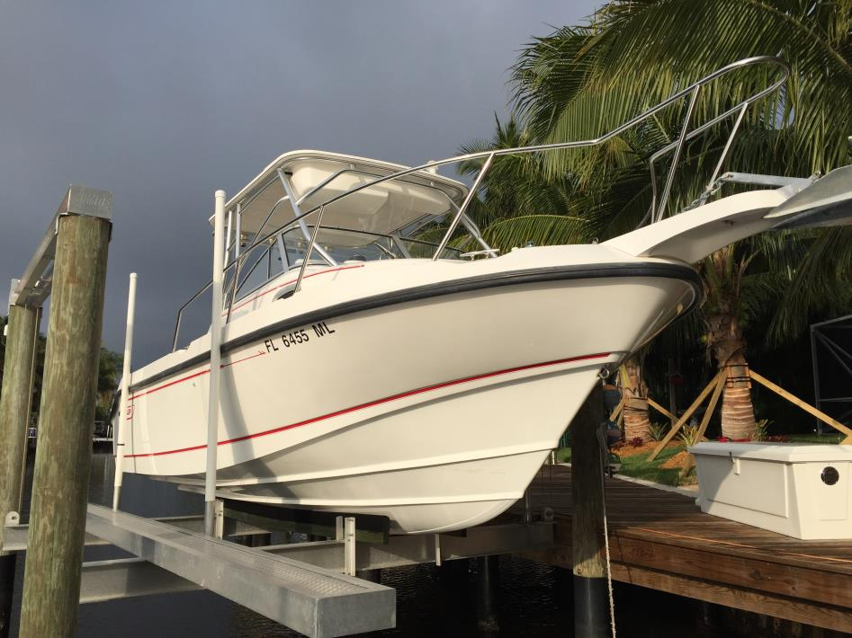 1997 Boston Whaler 235 Conquest