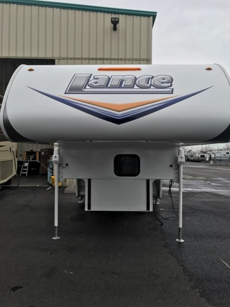 2014 Lance LANCE Truck Campers 825