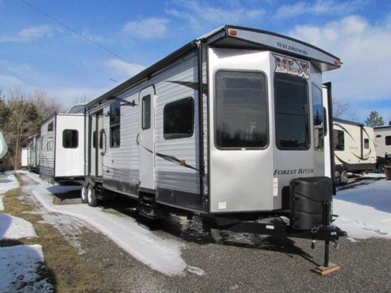 2017 Forest River Wildwood DLX 400RETS