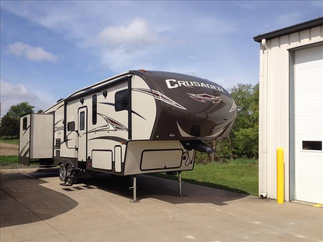 2016 Crusader By Prime Time Manufacturing Crusader Lite Fifth Wheel 30BH