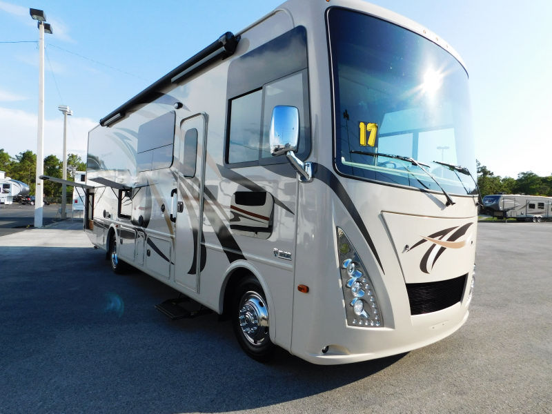 2017 Thor Motor Coach WINDSPORT 29M FULL SLIDE KING BED ONLY 5400 MILES