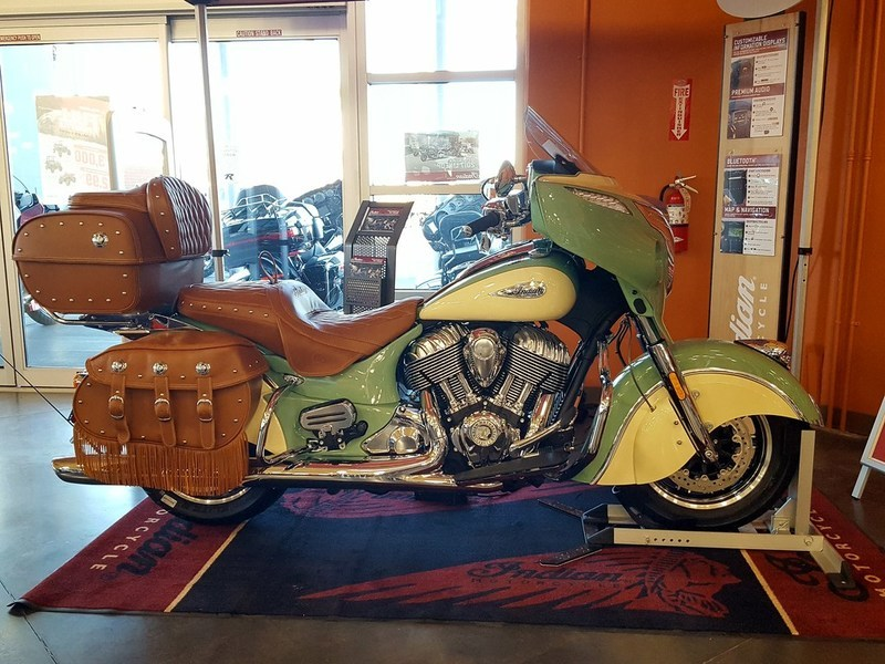 2017 Indian Roadmaster Classic Willow Green Over Ivory Cream