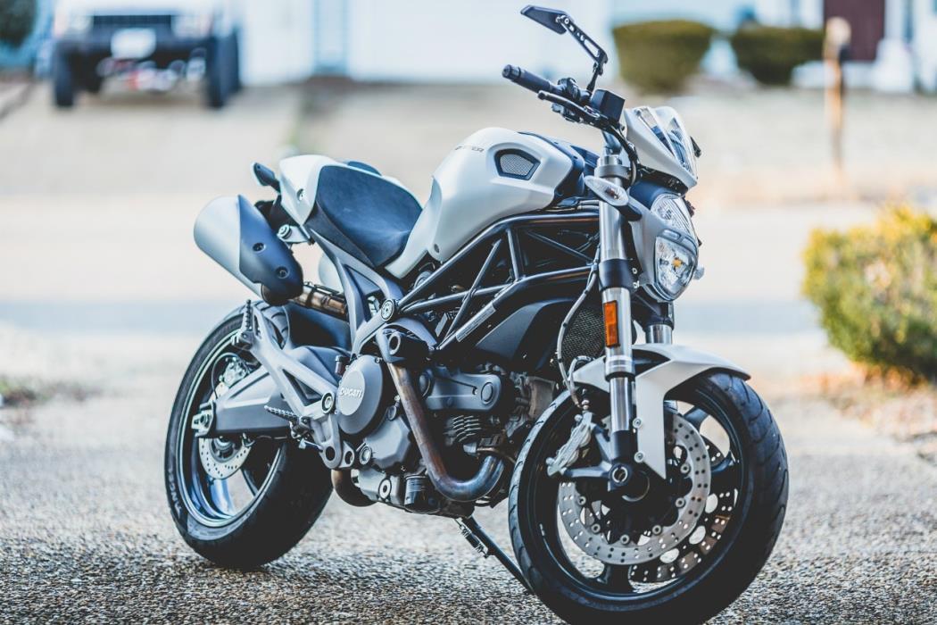2012 Ducati MONSTER 696