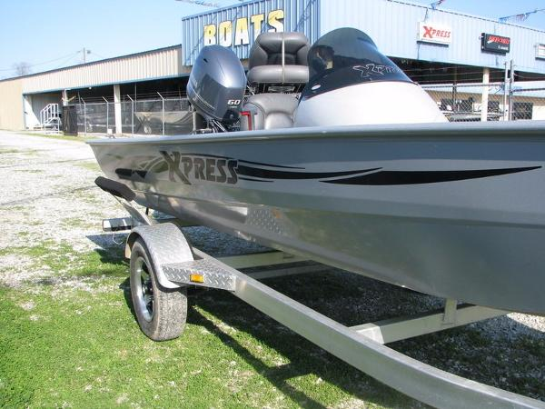 2014 Xpress Boats Striker Series 17