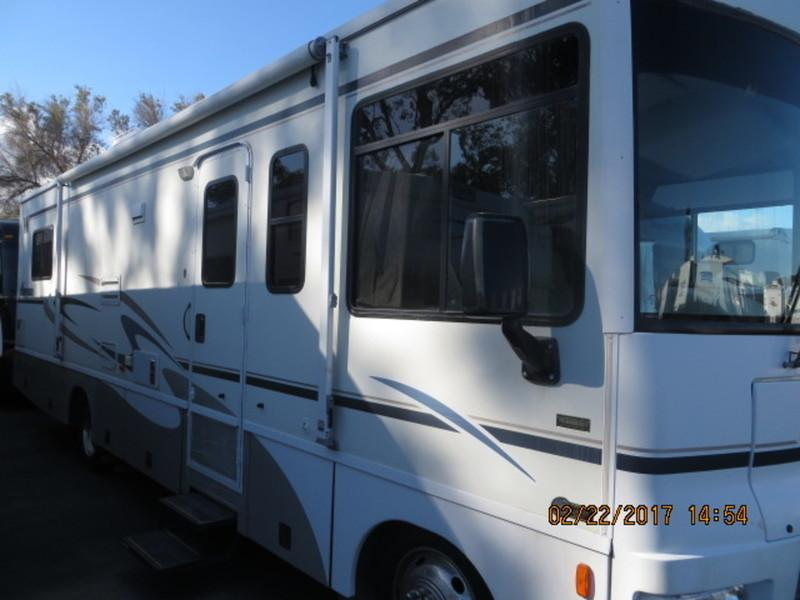 2005 Winnebago Sightseer 30B Workhorse