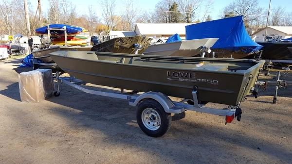 2017 LOWE BOATS Roughneck 1650