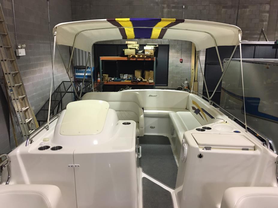 2006 HALLETT 285 Deck Boat