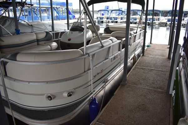 2004 Tracker Sun Tracker Party Barge 22