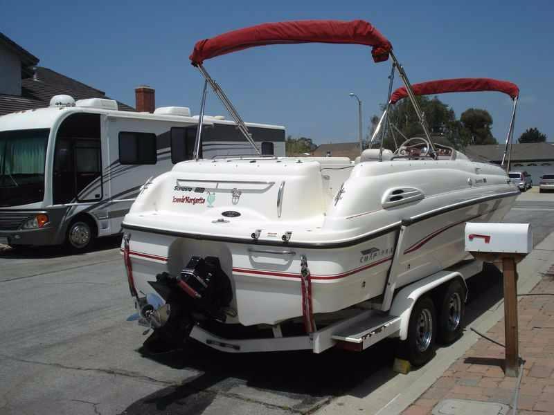 1998 Chaparral Sunesta 232 Deck Boat