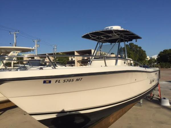 2005 Pursuit 2670