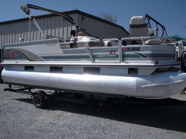 2001 Sun Tracker 21 Fishing Barge