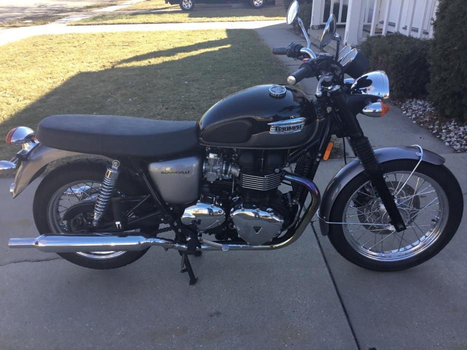 triumph bonneville motorcycles for sale in de pere wisconsin. Black Bedroom Furniture Sets. Home Design Ideas