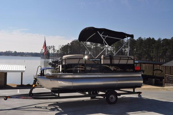 2016 Encore Boat Builders Bentley 180 Cruise