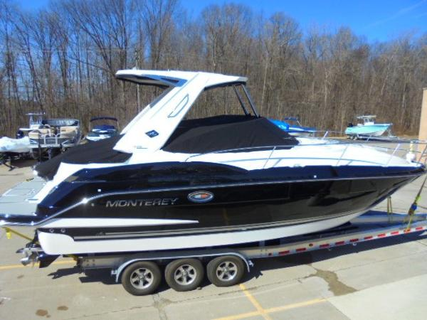 2017 Monterey 335 Sport Yacht