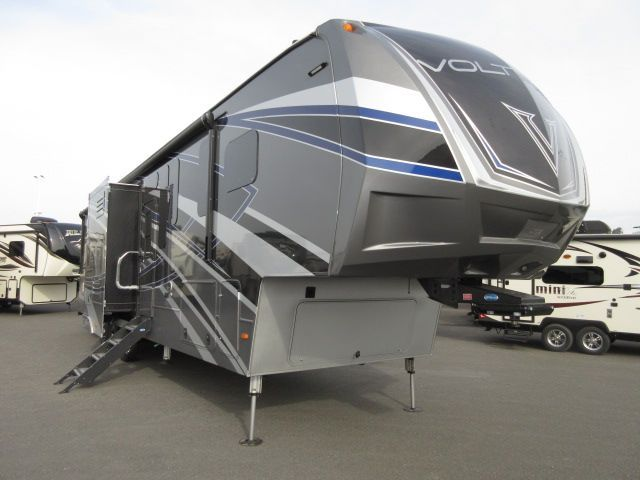 2017 Dutchmen VOLTAGE EPIC 3990 Full Body Paint/ 6 Pt. Hydraulic