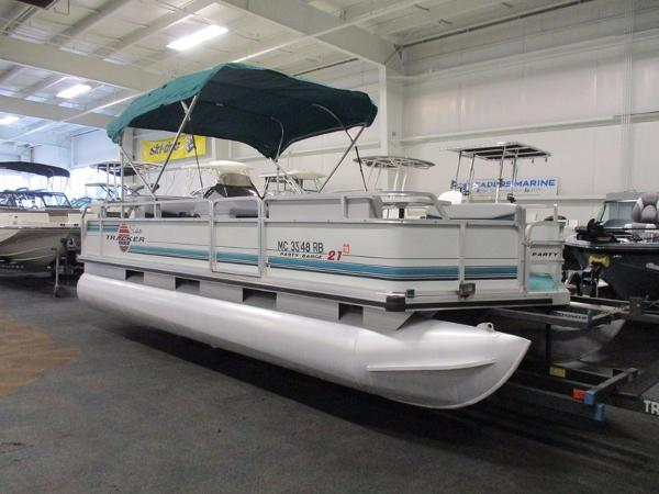 1995 Sun Tracker 21 Party Barge