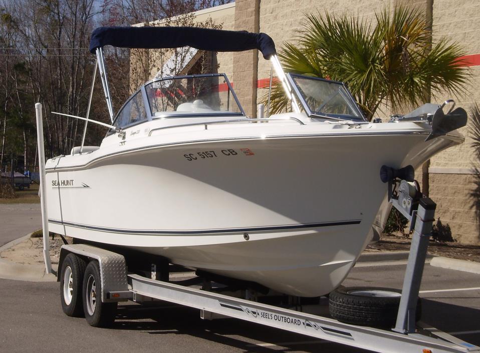 2008 Sea Hunt Escape 220