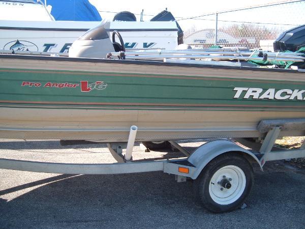 2000 Tracker Pro Angler V 16