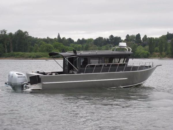 2017 Raider 2896 Sea Raider Cuddy OS