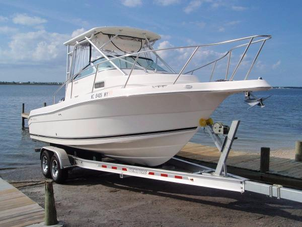 2004 Robalo R-235 Walk Around