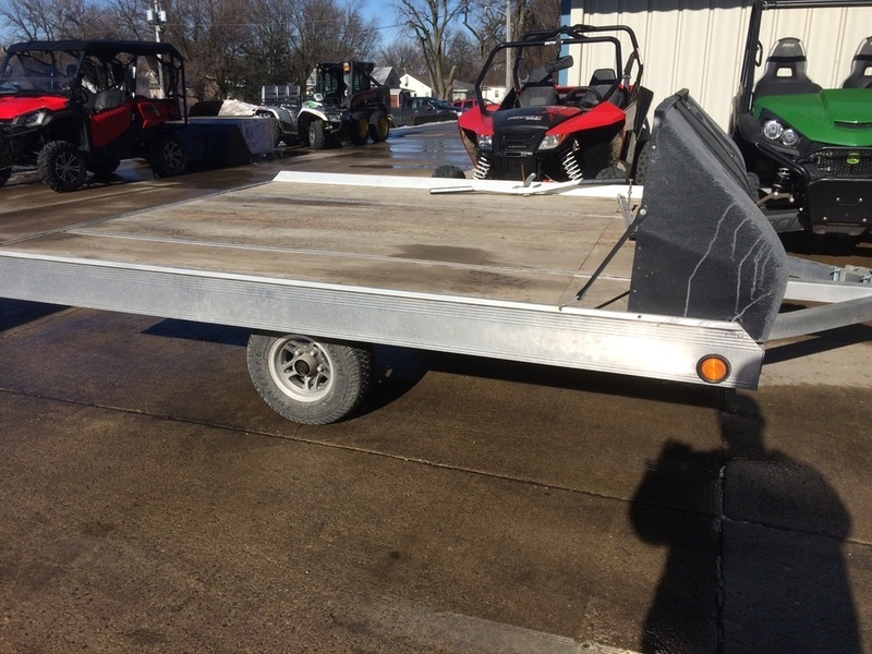 2010 Triton Trailers 2 place snowmobile trailer