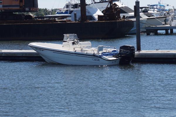 1999 Boston Whaler 18 Dauntless