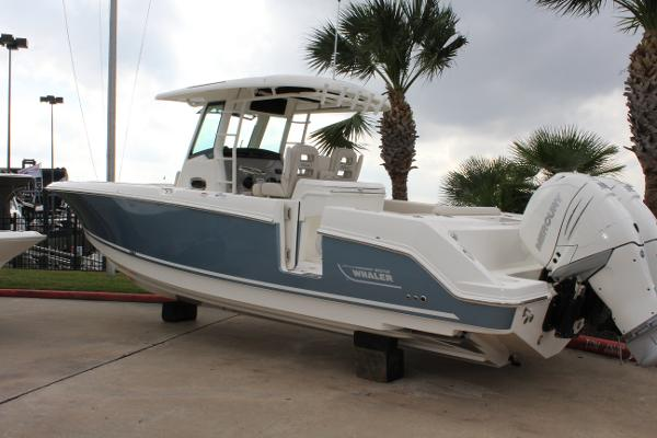 2017 Boston Whaler 330 Outrage